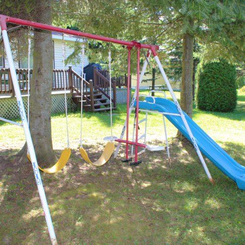 Villa-des-Cèdres balançoire enfants